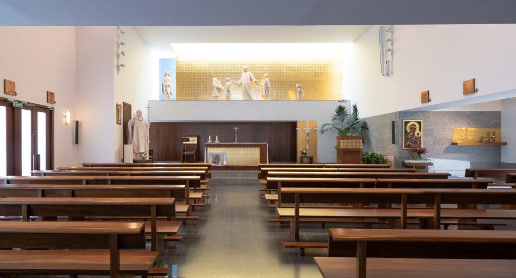 Iglesia Juan Pablo II interior