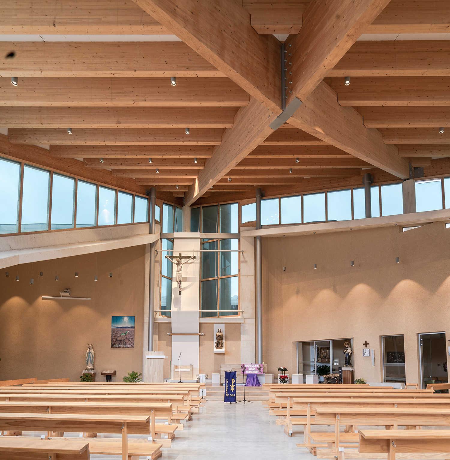 Iglesia Nuestra Señora del Lourdes interior construcción