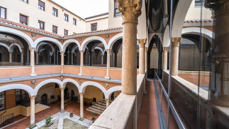 Palacio Madres Celadoras, s. XVI patio