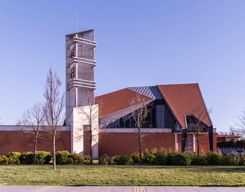 Iglesia de Santa María de la Vega exterior 2